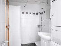 Siisti kylpyhuone ja sauna