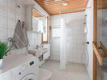 Valoinen kylpyhuone