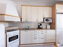 Käytännöllinen ja kaunis keittiö.