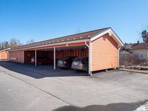 Autokatospaikka sisältyy hintaan ja yhtiöltä vuokrattavissa tolppapaikkoja (jonotuslista)