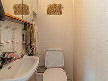 Keskikerroksen erillinen wc 1
