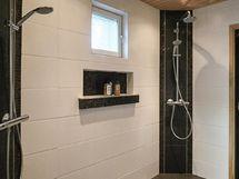 Hyväkuntoinen sauna ja kylpyhuone