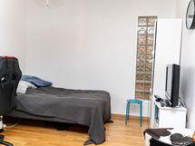 Yhdistettyä makuuhuonetta