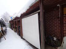 Liiketilan vieressä oleva katos/varasto vuokramaalla myydään erikseen.