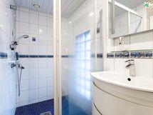 Erillinen suihku wc-tilan yhteydessä