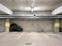 Autohallista voi ostaa oman parkkipaikan