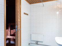 Tilava kylpyhuone on ...