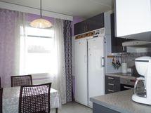 Uusi, lähes käyttämätön keittiö kalusteineen ja ko