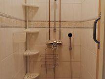 Erillinen suihkutila asuinkerroksessa