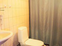 Päärakennuksen wc, ei suihkua