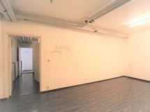 alakerran suurempi varastohuone