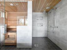 Tilava alakerran kylpyhuone- ja saunaosasto