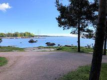 Rantaraitti, uimarannat ja venesatamat lähellä