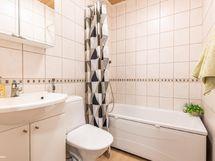 Pienempi kylpyhuone