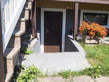 Sisäänkäynti kaikkien asukkaiden yhteiskäytössä olevaan saunaan