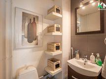 Alekerran erillisen wc:n värimaailmaa.
