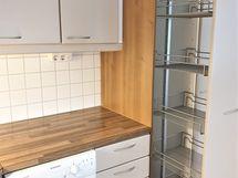 laadukkaat kaapistot keittiössä mm. apteekinkaappi