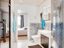 Makuuhuone kylpyhuoneen vieressä