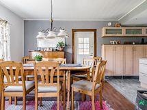 Kodin tilat suunniteltu toimiviksi arkeen ja juhlaan. Pääset terasseille suoraan keittiön ja olohuoneen ovesta.