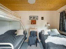 Vieraille nukkumapaikkoja piha-aitassa / varasto