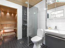 Sauna ja kylpyhuone alakerrassa