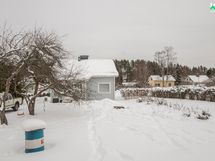 Näkymä saunalta taloon päin