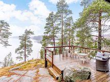 Iso terassipatio, josta upeat näköalat järvelle