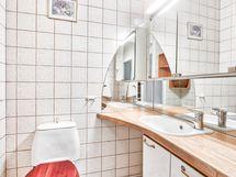 Erillinen toinen wc