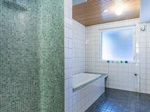 taloyhtiön yhteiset tilat: psh: sadesuihku ja kylpyamme
