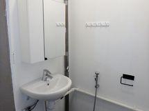 Toinen erillinen wc.