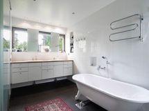 Master Bedroom kylpyhuone