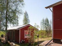 Talon vieressä talousrakennus, kuva v. 2014