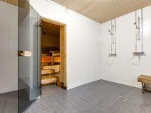 Taloyhtiön uusittu kylpyhuone- saunaosasto