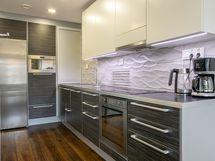 Keittiössä on monta yksityiskohtaa, ergonomia huomoitu