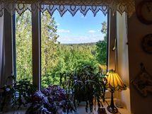 Keittiön ikkunasta avautuu upea maisema!