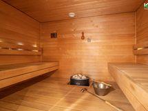 Tyylikkääseen saunaan mahtuu vaikka koko perhe kerralla