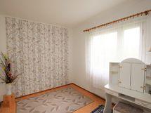 Vasemman puoleisen huoneiston makuuhuone