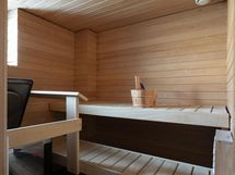 Sauna jossa heti valmis kiuas.