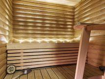 Saunan seinien paneelit uusittu sekä lisätty tunnelmalliset led-valot 2021