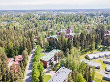 Viertolantie 18 sijaitsee Uramon vehreässä kaupuanginosassa.