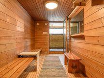upea saunaosasto sijaitsee ylimmässä kerroksessa