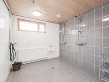 Taloyhtiön saunaosasto.