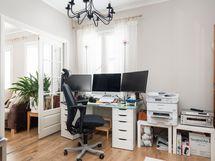 Alakerran kirjasto/työhuone, josta mahdollista tehdä yksi makuuhuone