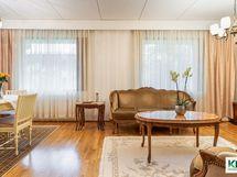 Olohuoneen voi jakaa uudelleen kahdeksi makuuhuoneeksi