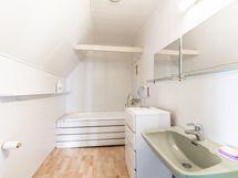 Kylpyhuone yläkerta - Badrum uppe
