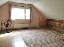 Makuuhuonetta, osittain purettu