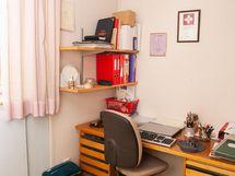 Keskikerroksen makuu-/työhuone