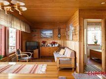 Olohuoneen takaosa, josta voisi helposti tehdä lisähuoneen