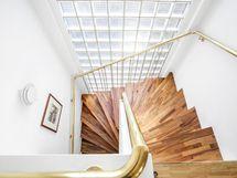 Kaunis, valoisa portaikko