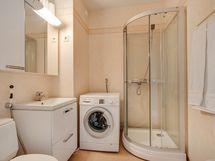 Siistikuntoinen kylpyhuone/ Badrummet välbehållet
